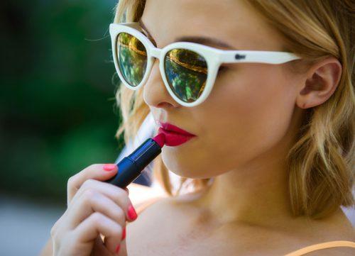 Bright-Pink-Lipstick